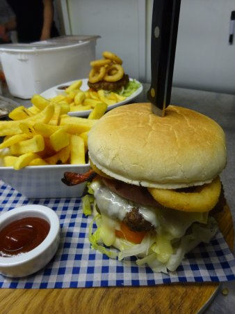 Fochabers, UK: The Quaich Special Burger, yummmmmmmy!!