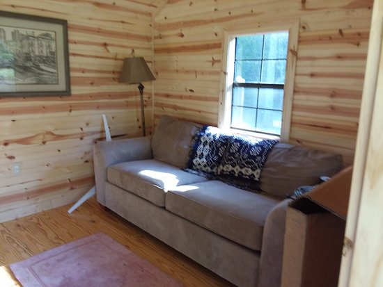 West Jefferson, NC: Inside glamping cabin, pull-out Queen couch