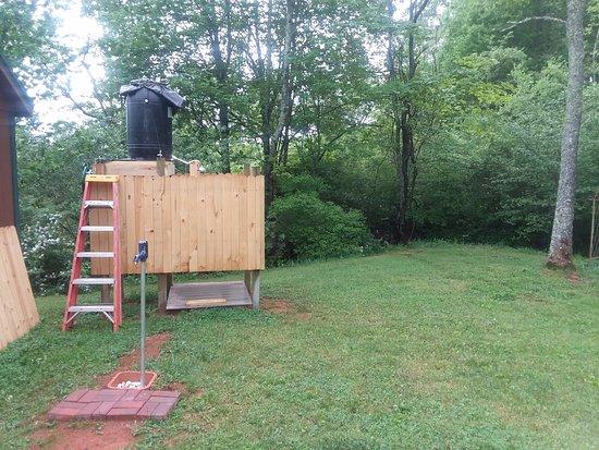 West Jefferson, Kuzey Carolina: Solar Shower