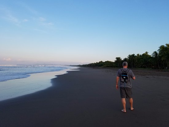 Esterillos Este, Costa Rica: Miles of uninhabited black sand beaches