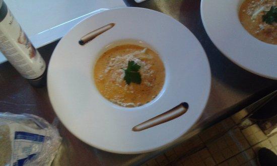 La Cadiere d'Azur, فرنسا: Ravioles crevettes & St Jacques,  parmesan et sauce corail !