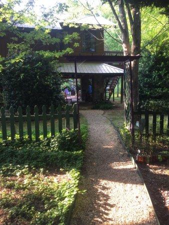 Cedar House Inn & Yurts: photo4.jpg