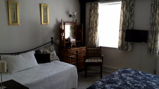 The Croft Bridgnorth: Dressing table and 'couch'