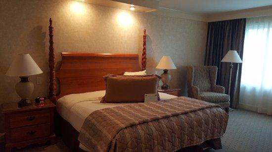 เบอร์ลินเกม, แคลิฟอร์เนีย: King Size Bay View Room