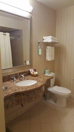 เบอร์ลินเกม, แคลิฟอร์เนีย: Spacious bathroom