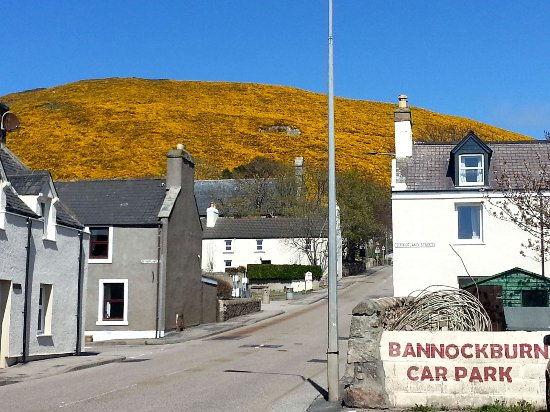 Across the road from the Bannockburn Inn in the centre of Helmsdale.