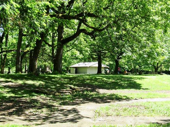Corbett, Oregón: Grounds