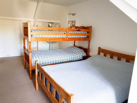 Penzance Backpackers : Six person family room