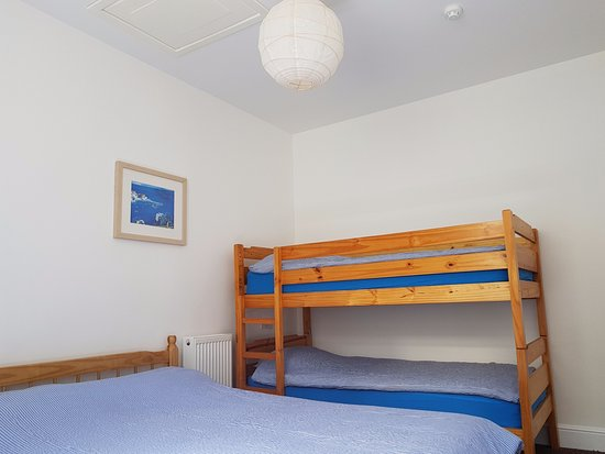Penzance Backpackers : Four person family room