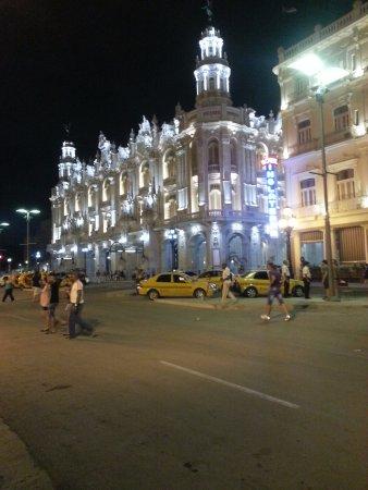 vista Nocturna del Gran Teatro de la Habana