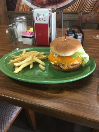 Eddyville, KY: Wood fired MBBQ burgers, stuffed burgers and hot dogs