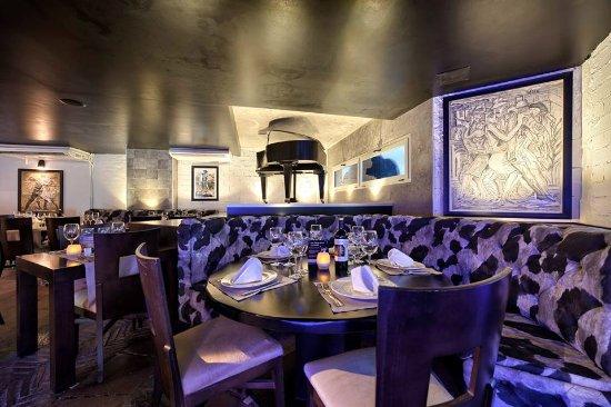 Tango Restaurant: Main Dining Room Piano