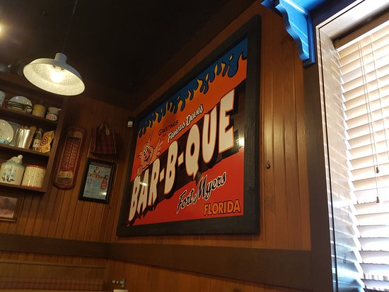 Famous Dave's Barbeque: Inside...
