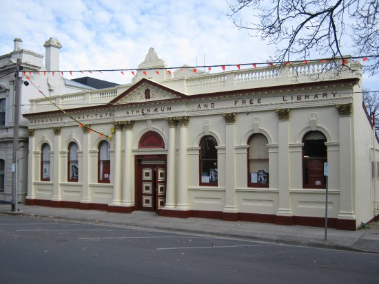Lilydale, Australia: The Athenaeum Theatre built in 1888 but refurbished inside.