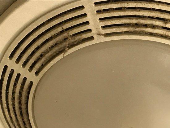 Ramada Bolingbrook: Bathroom fan