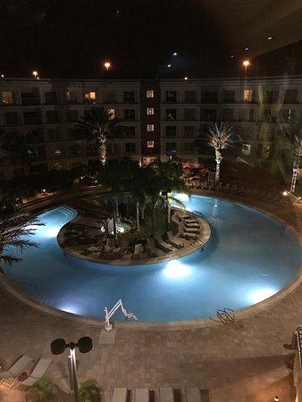 Melia Orlando Suite Hotel at Celebration: Super hotel avec un personnel génial Le voiturier avec son béret 👍