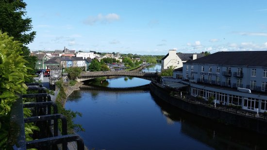 Kilkenny River Court Hotel: The hotel, on the river, is on the right.