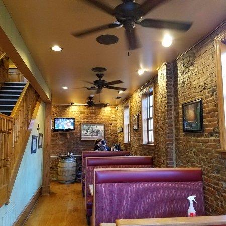 Saint Charles, MO: Indoor seating