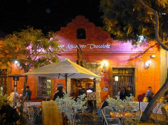 Como Agua Para Chocolate: outside seating