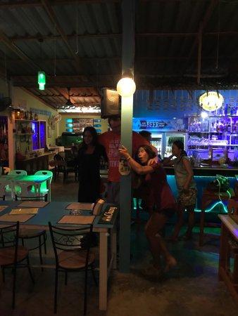 เขาเต่า, ไทย: Dancing to the blues band