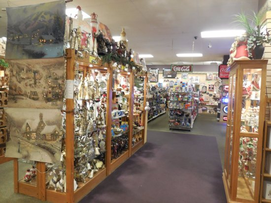 East Earl, PA: A HUGE gift shop fills the lower level.