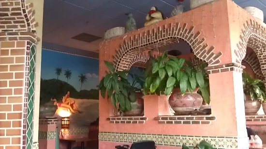 Canby, OR: The friendly interior of Nuevo Vallarta