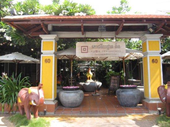 Ngon Restaurant, Phnom Penh, Cambodia: 店頭のようす