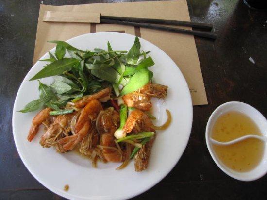 Ngon Restaurant, Phnom Penh, Cambodia: エビの料理
