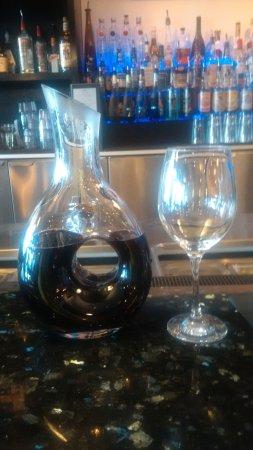 Sylvan Lake, Canada: Good wine but expensive