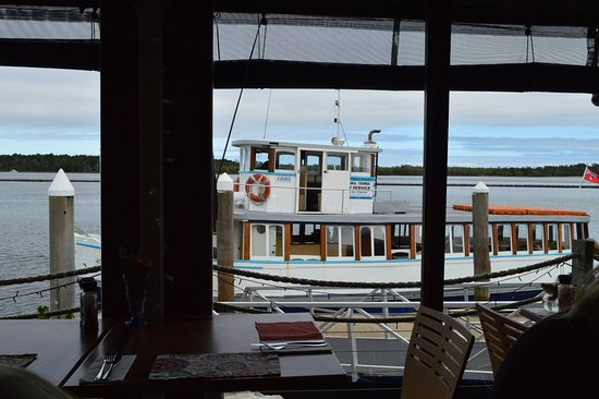 Iluka, Australia: Told you the Ferry was close!