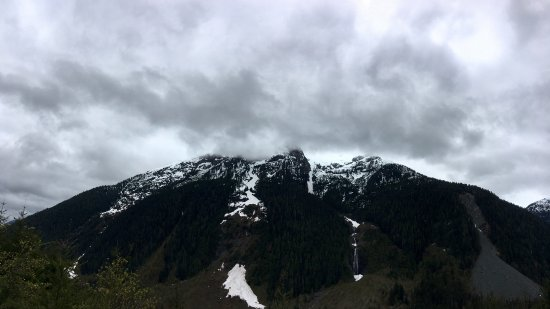 Port Alberni, Canadá: Majestic snow-covered mountains
