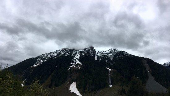 Порт-Алберни, Канада: Majestic snow-covered mountains