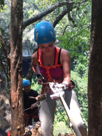 Belmopan, Belice: It's simple to use, and Murjillo in the back controls the safety backup rope