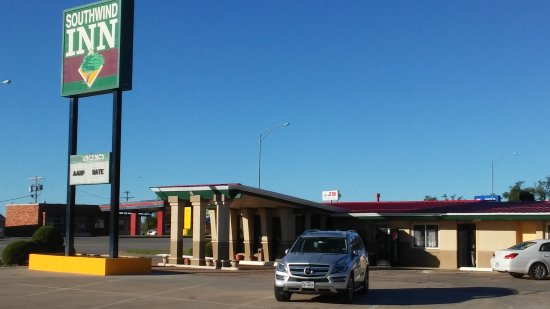 Liberal, KS: Small, clean motel. Reasonably priced.