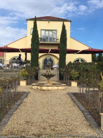 Coldstream, Australia: Tokar Estate as you walk up