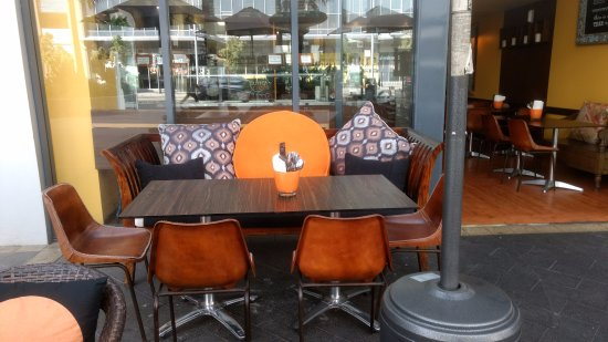 Mascot, Australia: Indoor and outdoor seating area