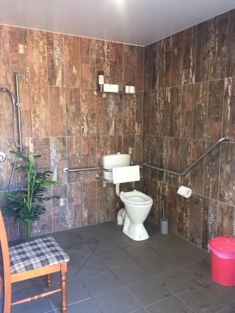 Imbil, Australia: Stunning loos just like the views!