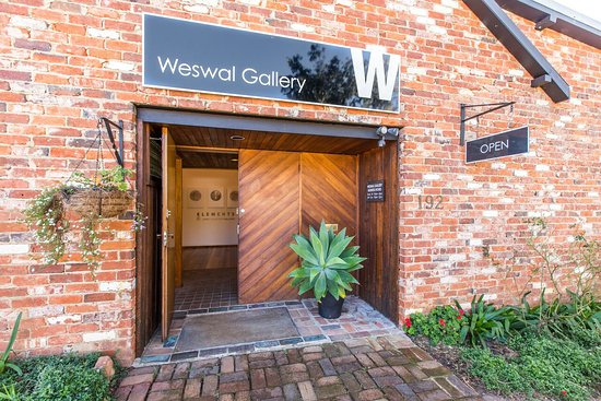Tamworth, Australia: Weswal Gallery - a commercial gallery showcasing local regional and Australian artists.