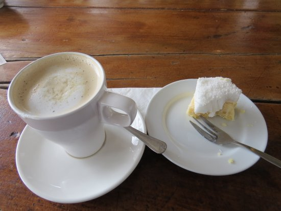 Nundle, Australia: Coffee and cake.