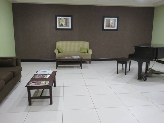 Salisbury, MD: Grand piano awaits someone's magic touch