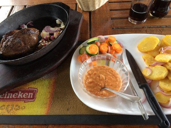 Sizzlers Steak House & Pub: 沙拉/薯條/烤牛排