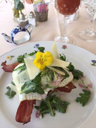 Latta, Carolina del Sud: Loveliest breakfast ever, edible flowers!