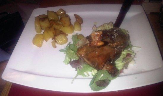 Cormons, Italia: oca con patate al forno