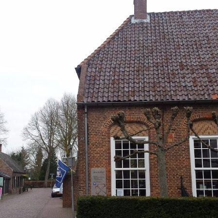 Oirschot, The Netherlands: Je vindt de VVV in een mooi historisch pand