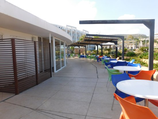 bar de la piscine picture of db seabank resort spa mellieha tripadvisor. Black Bedroom Furniture Sets. Home Design Ideas