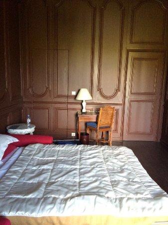 Saint Symphorien le Chateau, France: Номер Джуниор сьют . Добро пожаловать !