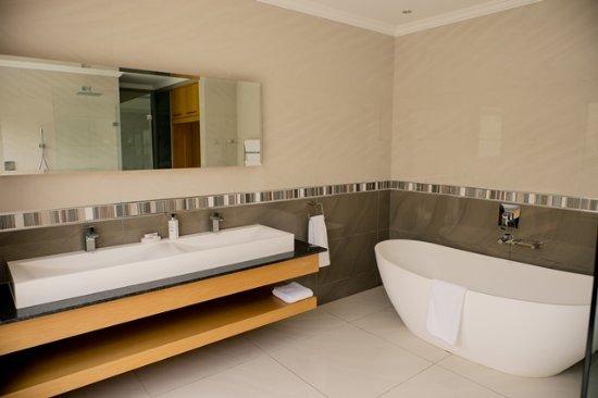 Addo, South Africa: X-Large Bath