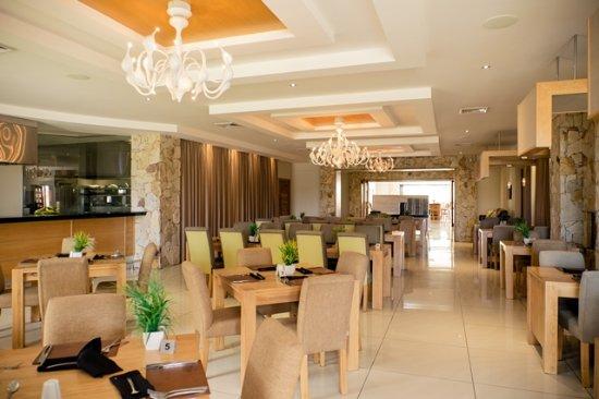 Addo, Sør-Afrika: Restaurant & Suhi Bar