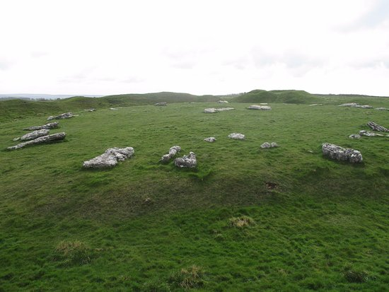 Monyash, UK: Part of Arbor Low, the Neolithic site beside Upper Oldham Farm