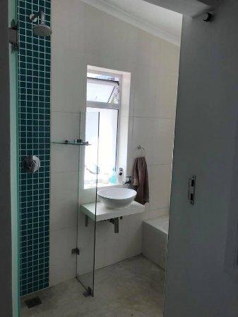 Kommetjie, South Africa: shower and bathroom